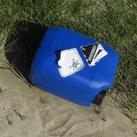 Intakter Plastikkanister, unbekannte Füllung (nicht öffenen!)