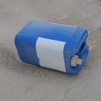 Geschlossener Plastikkanister, wohl leer (nicht öffen!)