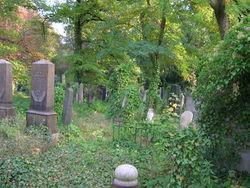 Jüdischer Friedhof Berlin-Weißensee - verfallende Gräber – Mazbln, CC BY-SA 3.0