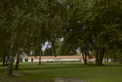 Park vom ehemaligen Zellengefängnis Moabit (Preußisches Mustergefängnis Moabit) Lehrter Straße 5B-D – Oana Popa, CC-BY-SA 4.0