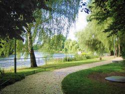 Wroehmaennerpark in Berlin-Spandau. Uferweg an der Havel. – Manfred Brückels, CC BY-SA 3.0